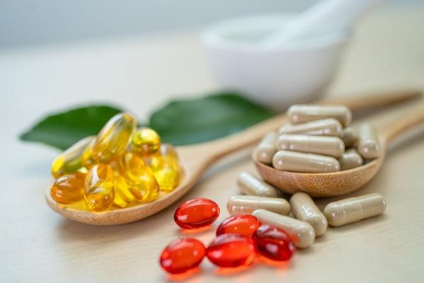 alternative, medizin, kräuter-bio-kapsel, mit, vitamin, e - 30696845