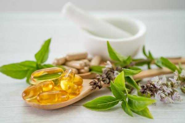 alternative, medizin, kräuter-bio-kapsel, mit, vitamin, e - 30708345