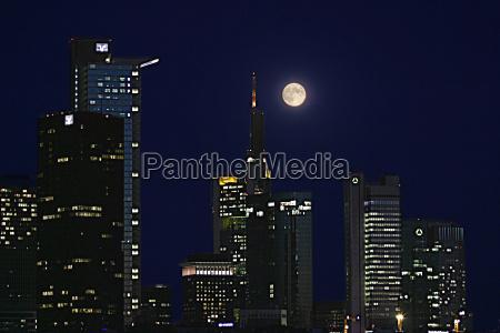 frankfurt skyline at full moon