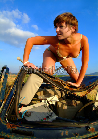 woman at the car wreck 5