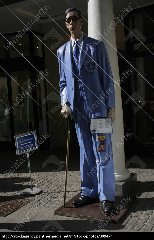Der Größte Mann Der Welt 272 Cm Lizenzpflichtiges Bild 309474
