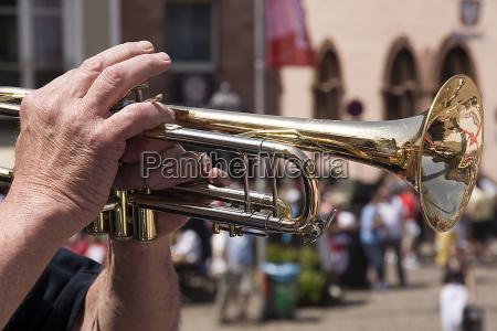 the trumpeter of frankfurt closer