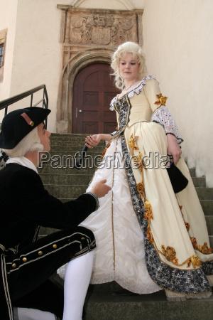 mujer dama barroco negro joyeria sensual