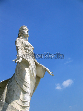 frau blau hand haende stein skulptur