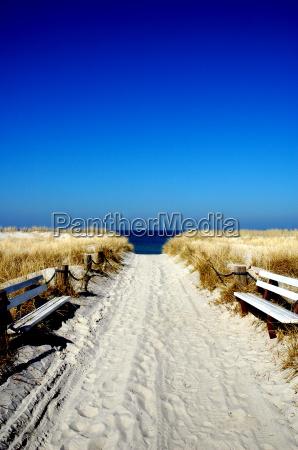 baenke am strand