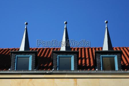 drei huete auf dem dach