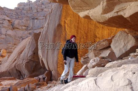 trekking im akakus gebirge libyen