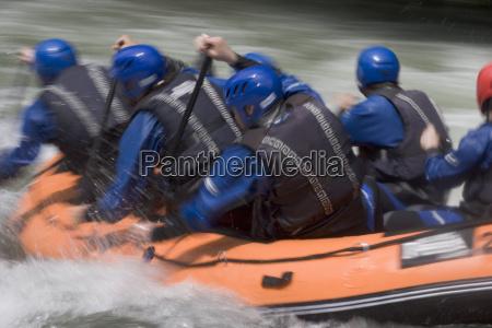 blaues rafting team