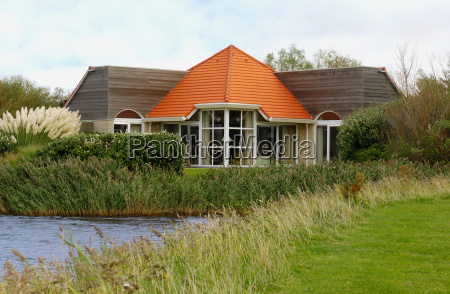 bungalow lakefront