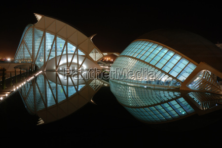 futuristische gebaeude in valencia