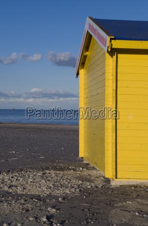 gelbe strandhuette