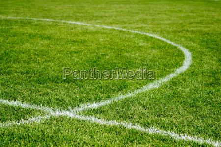 fussballfeld interventing linien