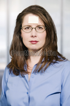 businesswoman with a blank note on