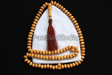 islamische gebetsmuetze und gebetskette