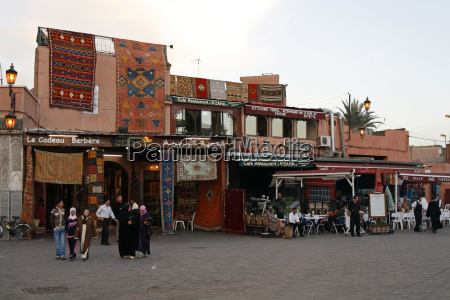 strassenszene in marrakesch
