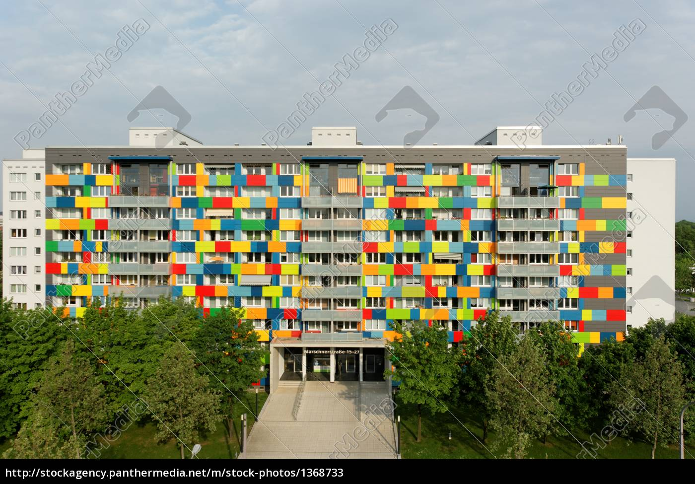 fassade wohnhaus gekonnt farbig frontal lizenzfreies bild 1368733 bildagentur panthermedia. Black Bedroom Furniture Sets. Home Design Ideas