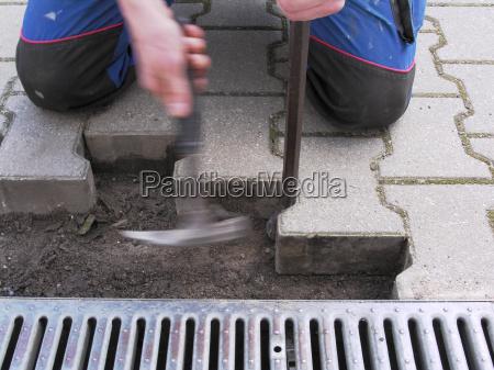bauarbeiter betonsteinpflaster