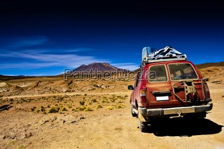 bolivien dramatische landschaft jeep wueste und