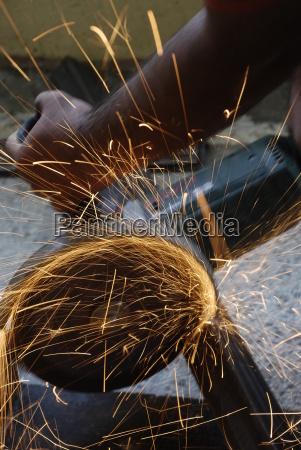 menschen leute personen mensch hand metall