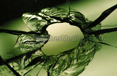 zerbrochen loch scherben splitter durchschuss glas