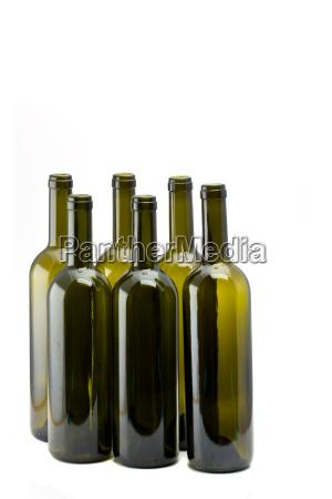 sechs leere weinflaschen isoliert