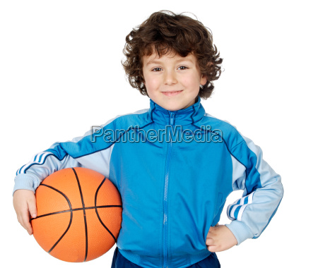 entzueckendes kind das den basketball spielt