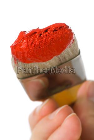 rote farbe auf pinsel