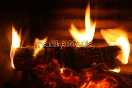 flammen im kaminofen