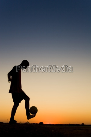 spormans, siluetthe, is, playing, football - 1732359