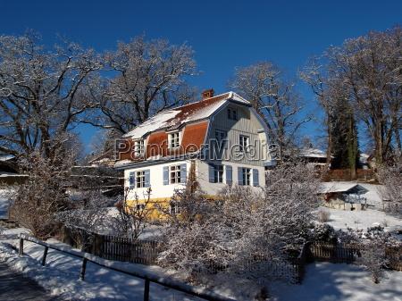 muenterhaus im winter