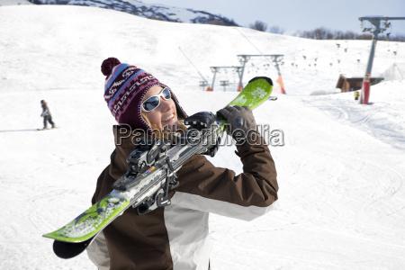 frau mit skiern