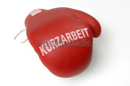 roter boxhandschuh kurzarbeit