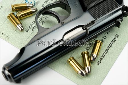waffenbesitzkarte mit pistole