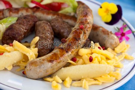 bratwurst mit nudeln salat