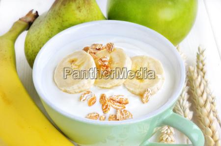 joghurt mit banane und flocken