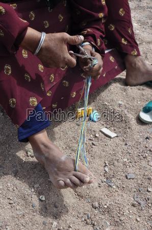 bedouine woman makes handcraft
