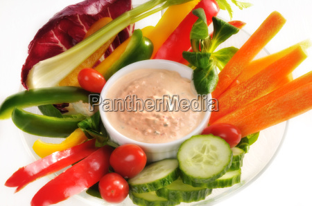 raw vegetables with dip