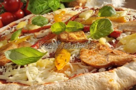 pizza mit huhn und paprika