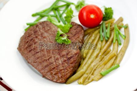 roastbeefrumpsteak mit gruenen bohnen