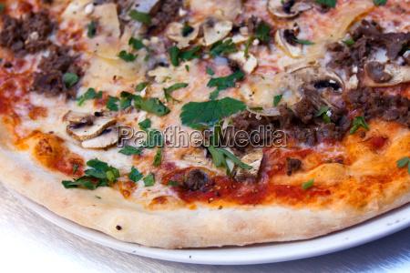 pizza mit sardellen