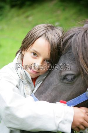 junge mit pony