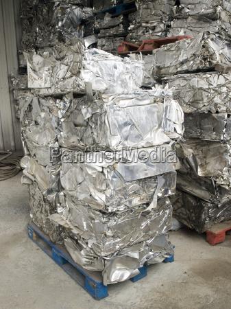 recycling compacted aluminium