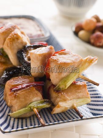 yakitori spiesse mit sukiyaki sauce und