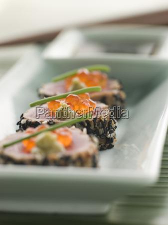 verbrannter yellow fin tuna rolled in