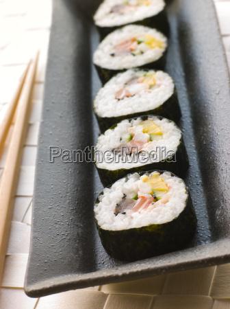 grosse spirale rollte sushi