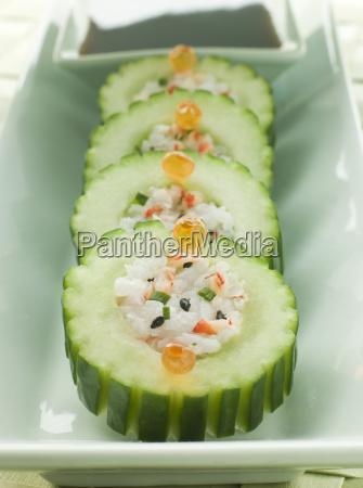 gurke sushi roll mit crayfish und