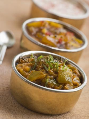kalk essiggurke mit mango chutney und
