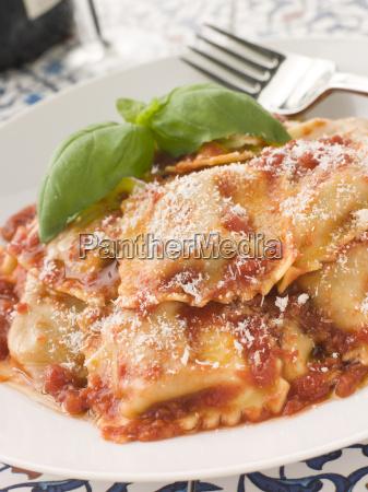 kalb und sage ravioli mit tomaten