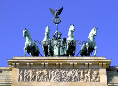 quadriga on the brandenburg gate germany