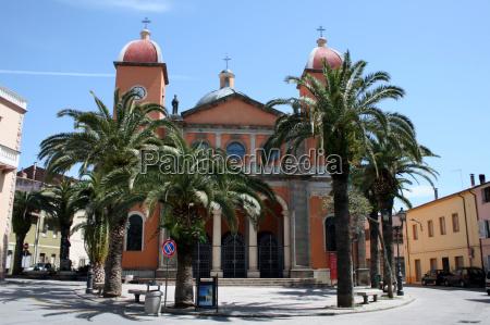 kirche von oschiri sardinien italien